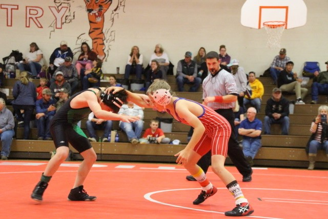 Lusk Herald   Middle school grapplers score back-to-back